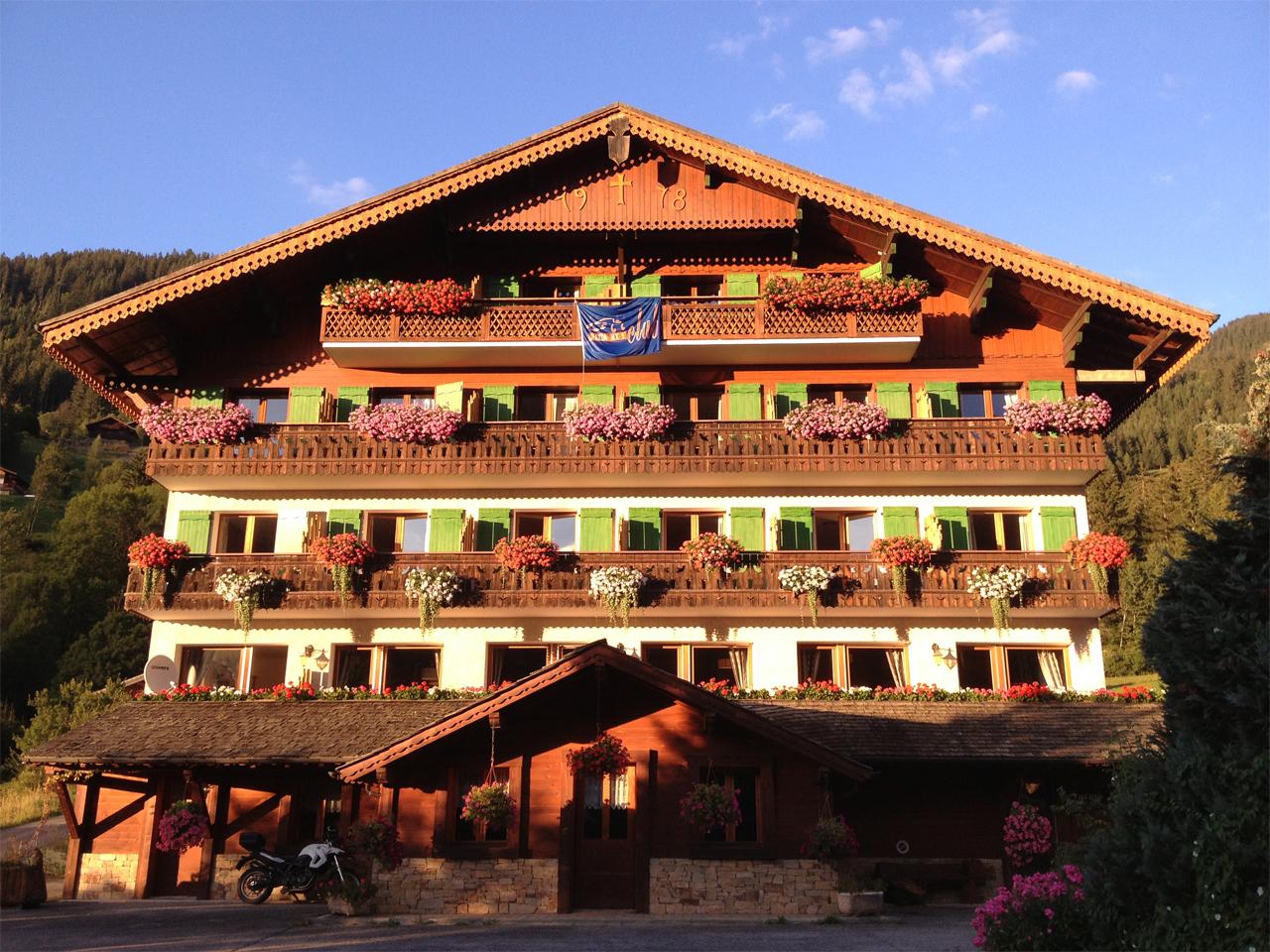 Hotel - Hotel in ondergaande zon