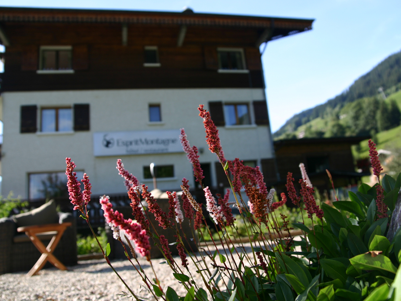 Hotel - Hotel met bloemen